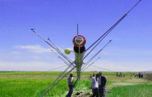 Red Obstruction Light for wind tower ready for erection – AV-70